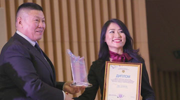 Aika Bolat receiving award1