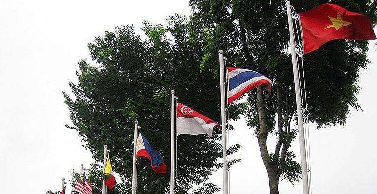 asean_flag-with-credit-mobile